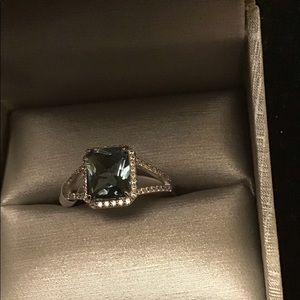 NWT. Size 10. Smoky blue and white topaz ring